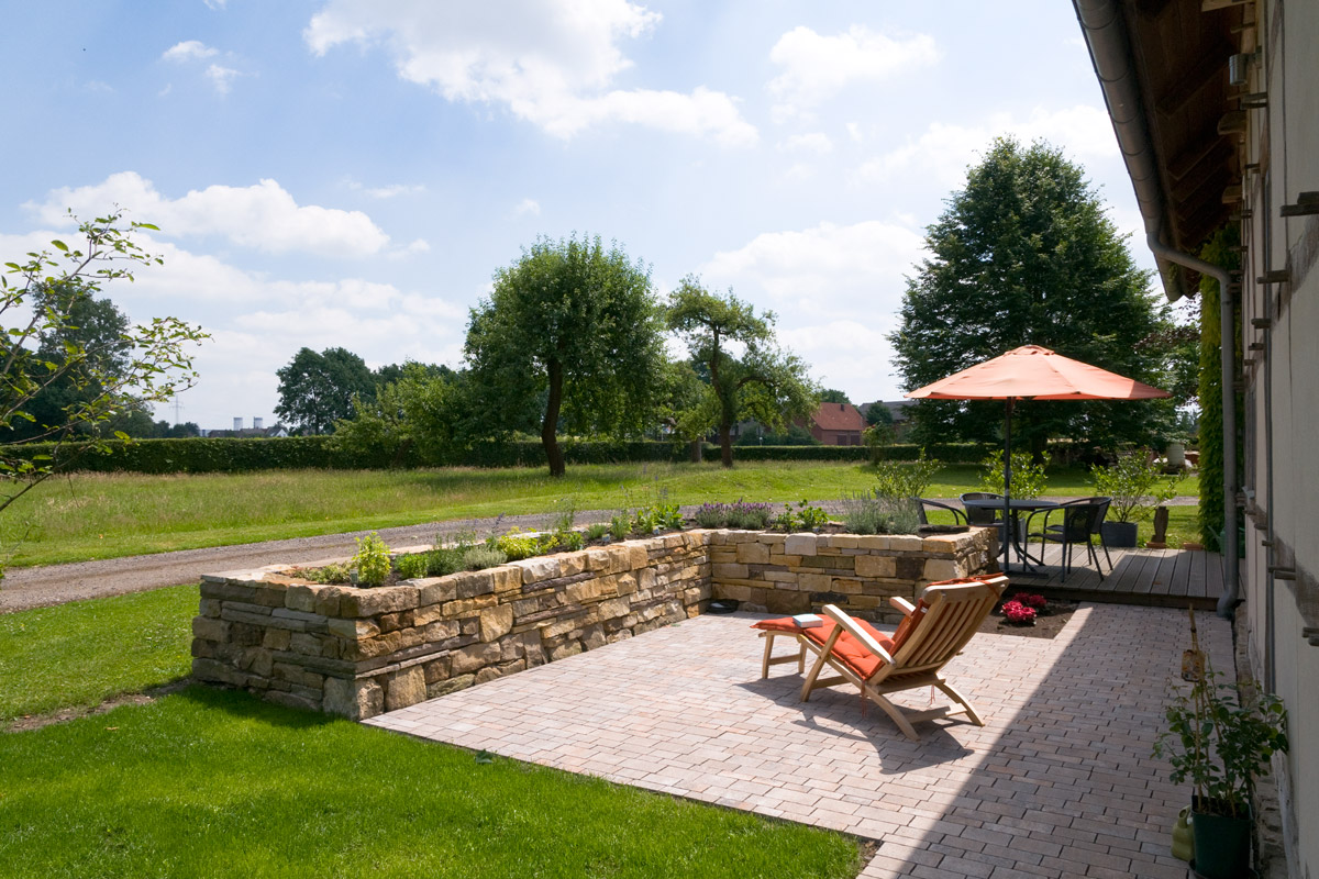 Sitzpl tze terrassen strenger garten und landschaftsbau for Kleine kuche mit sitzplatz